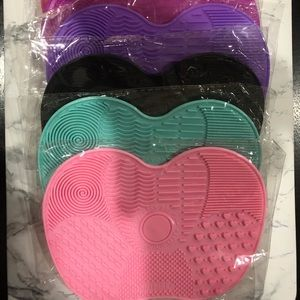 (1)Travel Size Makeup Brush Cleaning Mat/Pad